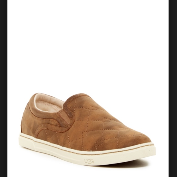 3861ca34191 ✨LAST PAIR✨UGG Fierce Deco Quilted Lined Slip-On